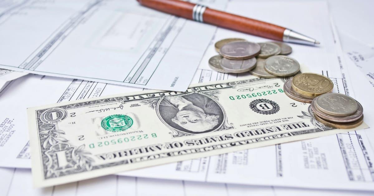 Um fundo cambial aplica pelo menos 80% de seu capital em alguma moeda estrangeira