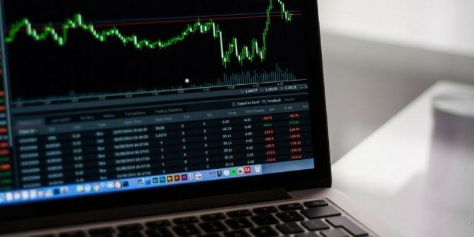 Investir em ações vale a pena? Saiba o que fazer e como funciona