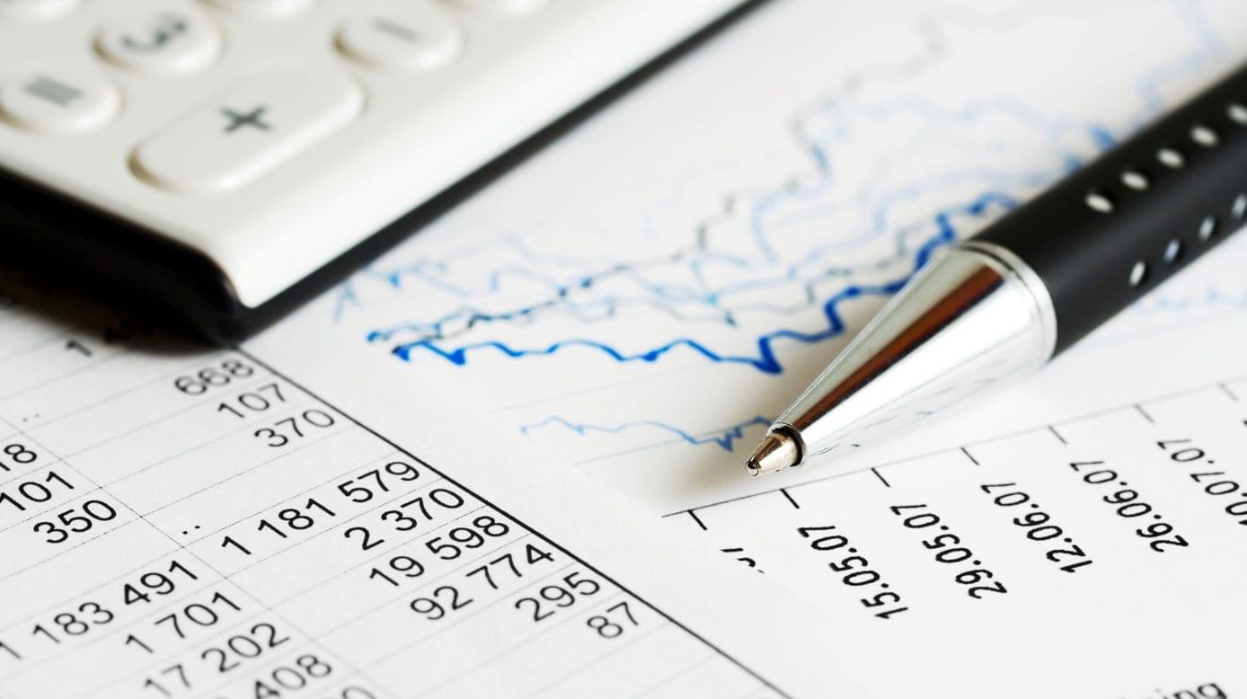 Como a taxa de performance é cobrada sobre os fundos de investimento?