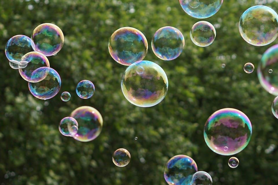 Bolha financeira: entenda o que é e veja três exemplos de bolhas