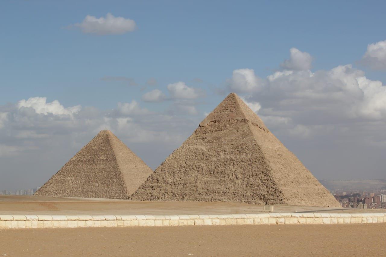 Pirâmide financeira: veja o que é e como não cair em uma