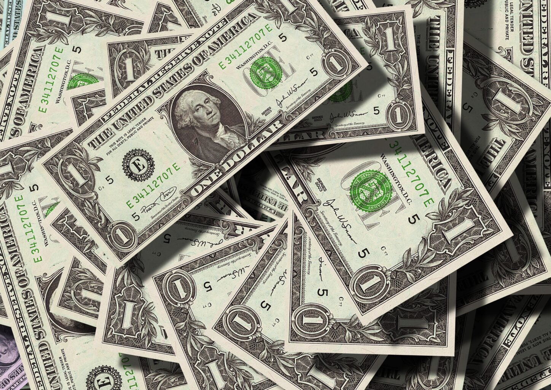 Morning Call: Dólar, Petrobras, Coronavírus, Varejo e IPC (EUA)