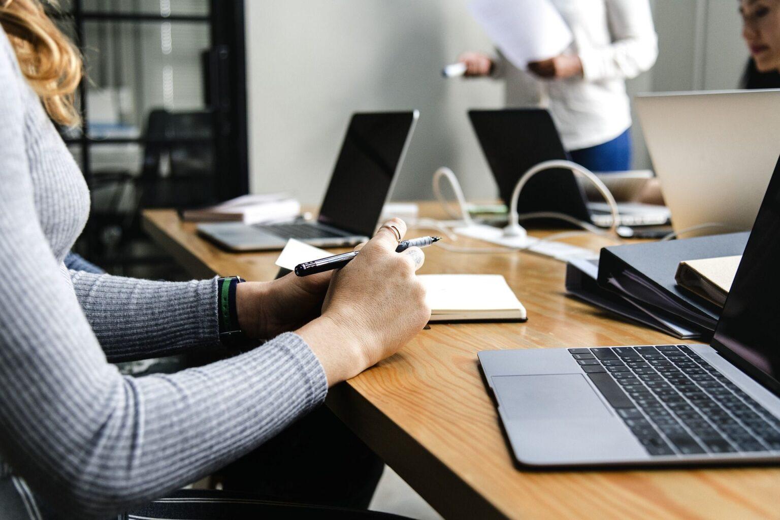 Outsourcing: entenda como funciona a terceirização de atividades em uma empresa