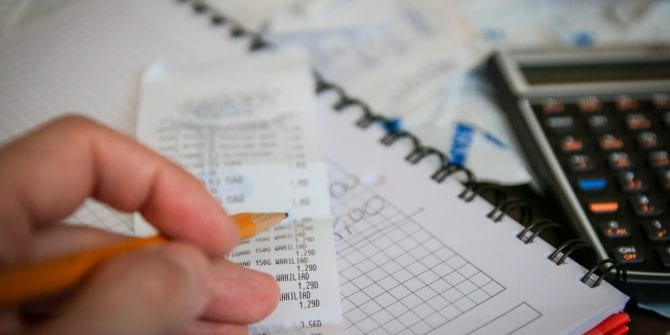 Dedo duro: entenda como funciona a retenção desse imposto sobre ações