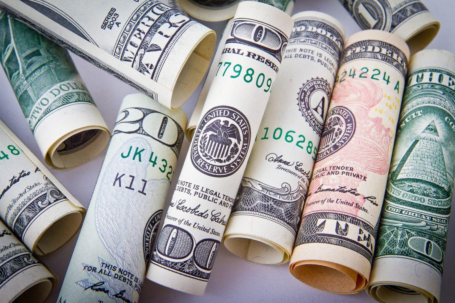 Morning Call: Dólar, Carrefour, Coronavírus, Emprego (Caged), Resultados trimestrais e PIB (EUA)