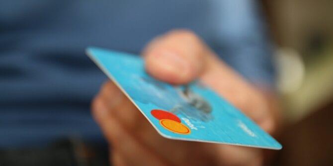 Crédito ou débito: qual é a melhor opção de pagamento?