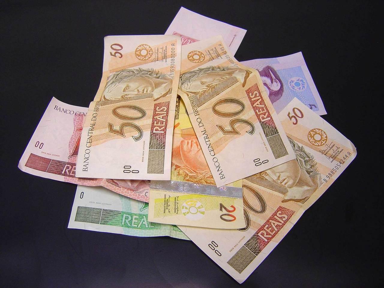 Emprestar dinheiro: quais os riscos de ajudar amigos ou parentes?