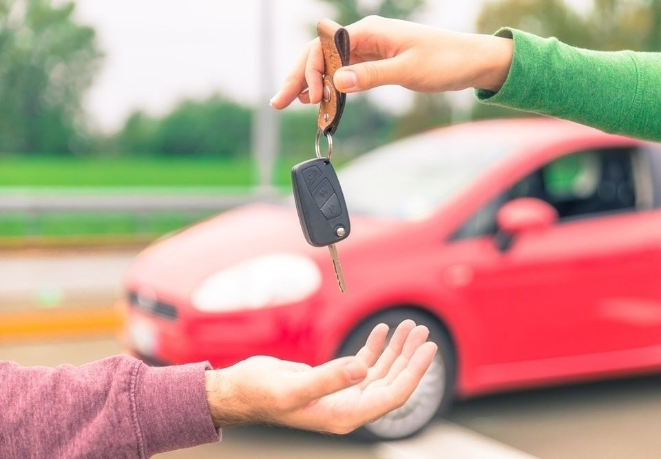 Carro alienado: entenda o processo de compra e venda
