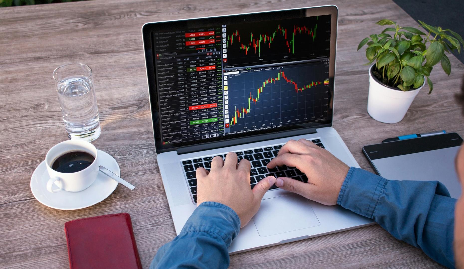 Morning Call: Ibovespa, Hapvida e NotreDame Intermédica, Berkshire Hathaway, Boletim Focus, Resultados trimestrais e Vagas de emprego