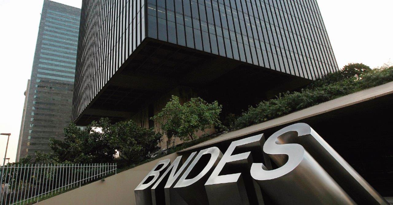 Morning Call: BNDES, Dólar, Airbnb, Resultados trimestrais, Pedidos iniciais por seguro-desemprego – EUA e BCE – Europa