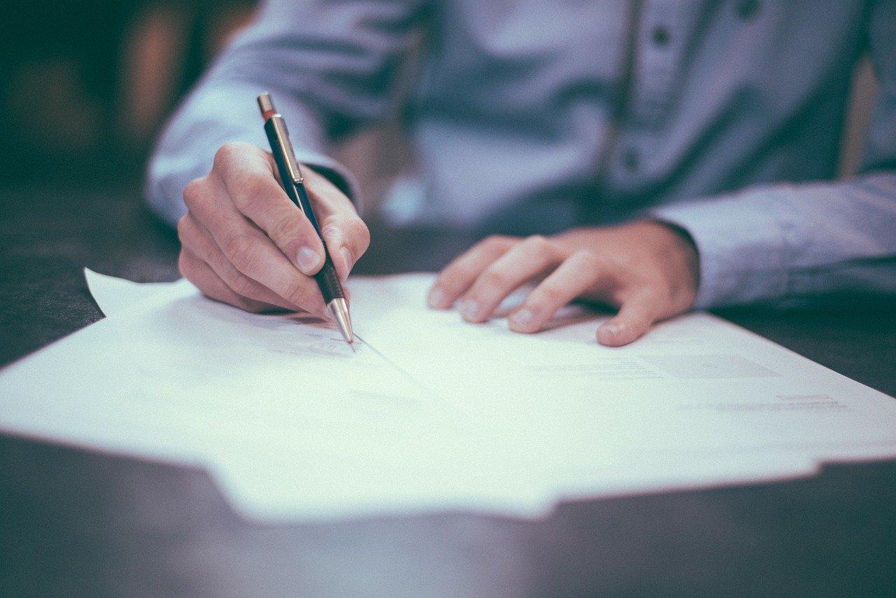 Cláusulas de Aluguel: o que precisa constar em um contrato?