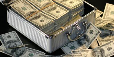 Morning Call: Dólar, Petrobras (PETR4), Israel e Palestina, Zona do euro, Resultados Trimestrais e Varejo (EUA)
