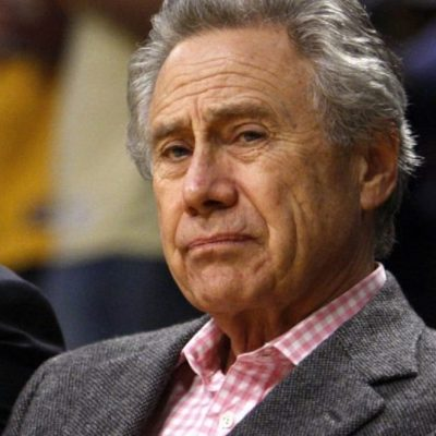 Philip Anschutz of Anschutz Entertainment Group watches the Los Angeles Lakers play the Boston Celtics during Game 3 of the NBA Finals basketball championship in Los Angeles, June 10, 2008.     REUTERS/Lucy Nicholson (UNITED STATES)
